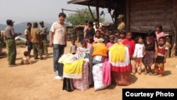 曹三強牧師為緬甸北部貧困兒童修建了16所學校,籌集了約100噸衣物。 (公民力量)