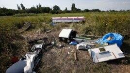 Giao tranh tại khu vực máy bay rơi đã buộc một nhóm các nhà điều tra quốc tế phải từ bỏ kế hoạch tìm cách tiếp cận địa điểm này.