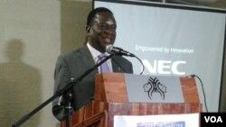 Emmerson Mnangagwa, le vice-président du Zimbabwe, donne une conférence à Harare, le 22 septembre 2016.
