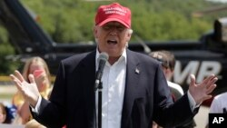 Ông Trump nói di dân bất hợp pháp phải ra khỏi nước Mỹ nếu ông được bầu làm tổng thống.