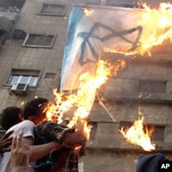 Demonstrators burn an Israeli flag during a protest in Cairo September 9, 2011.