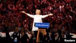 Hillary Clinton, merebut nominasi calon presiden AS dari Partai Demokrat, Selasa (7/6).