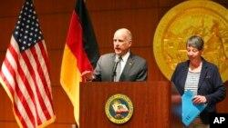Губернатор Калифорнии Эдмунд Браун и министр по защите окружающей среды Германии Барбара Хендрикс
