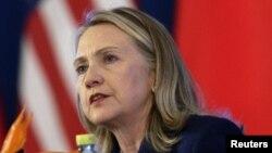 Menteri Luar Negeri AS Hillary Clinton (Foto: dok). Para analis mengatakan lawatan Menlu Clinton ke Afrika dimaksudkan untuk mengimbangi pengaruh Tiongkok di kawasan tersebut.