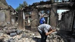 ده ها هزار نفر منطقۀ جنوب قرقيزستان را به دليل تنش های قومی ترک می کنند