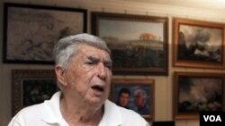 Cuba lo acusa de estar detrás de atentados dinamiteros en La Habana en 1997 que causaron la muerte a un turista italiano.