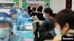 时事大家谈:承认有效性不高,中国新冠疫苗政策急转弯?