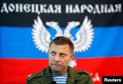 ທ່ານ ອາແລັກແຊນເດີ ຊາກາເຊັນໂກ ນາຍົກລັດຖະມົນຕີ ຂອງເຂດທີ່ປະກາດຕົນເອງ ເປັນສາທາລະນະລັດປະຊາຊົນ ໂດເນັສຄ໌ ເຂົ້າຮ່ວມໃນກອງປະຊຸມຖະແຫລງຂ່າວ ໃນເມືອງ ໂດເນັສຄ໌ ຂອງຢູເຄຣນ Donetsk, ວັນທີ 11 ສິງຫາ 2014.