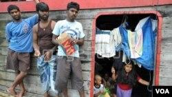 Para pencari suaka asal Sri Lanka yang ditahan di Indonesia dalam perjalanan menuju Australia. (Foto: Dok.)