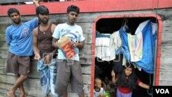 Para pencari asal suaka Sri Lanka yang ditahan di Indonesia dalam perjalanan menuju Australia (foto: dok.).