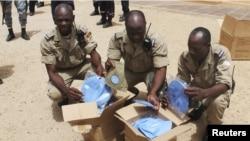 2013年6月30日﹐在馬里的非洲部隊的布基納法索士兵接受藍色貝雷帽,以表示在廷巴克圖,成為聯合國維和部隊得成員。