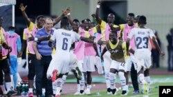 Les Ghanéens célèbrent le but de Wakaso lors de cette demi-finale.