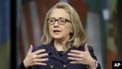 Ngoại trưởng Hoa Kỳ Hillary Rodham Clinton nói chuyện trong buổi họp cuối, trước khi rời nhiệm sở