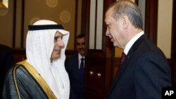 Президент Туреччини Реджеп Таїп Ердоган і міністр закордонних справ Саудівської Аравії Адель аль-Джубейр