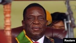 宣誓就职后的津巴布韦新总统埃默森·姆南加古瓦(2017年11月24日)