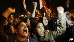 埃及反對派支持者星期日舉行示威﹐高喊口號