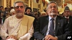 阿富汗總統選舉中處於領先地位的候選人阿卜杜拉.阿卜杜拉(左)。