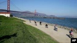 """Kelompok sayap kanan """"Patriot Prayer"""" akan melakukan rapat umum di Crissy Field, dekat jembatan Golden Gate, San Francisco (foto: dok)."""