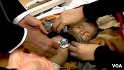 WHO merekomendasikan agar anak-anak yang menderita pneumonia yang tidak parah dirawat di rumah agar menghemat biaya perawatan.