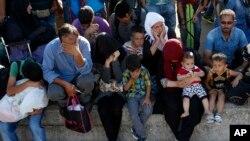 پناهجویان در یک ایستگاه قطار آهن