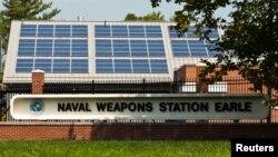 La estación naval de Earle, en Nueva Jersey, juega un importante papel en el pertrecho de unidades de la marina de guerra.