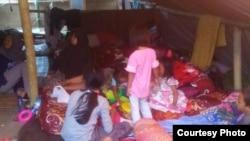 Tenda pengungsian keluarga Budi Wicaksono di Bayan, Lombok Utara. foto Budi Wicaksono. (Foto courtesy: Budi Wicaksono)