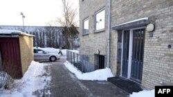Policija patrolira ispred zgrade u Herlevu, zapadnu od Kopenhagena, posle hapšenja četvorice osumnjičenih.