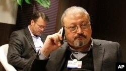 Nhà báo Jamal Khashoggi, một người chỉ trích chỉnh phủ Ả-rập Saudi được nhiều người biết tiếng, biến mất vào ngày 2 tháng 10 sau khi đi vào lãnh sự quán Saudi ở Istanbul, Thổ Nhĩ Kì.