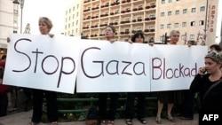 Biểu tình chống việc phong tỏa Dải Gaza gần tư gia của Thủ tướng Israel Benjamin Netanyahu ở Jerusalem, ngày 31 Tháng Năm, 2010
