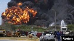 Ðám cháy đã lan sang tới bồn chứa nhiên liệu thứ ba của nhà máy lọc dầu lớn nhất Venezuela