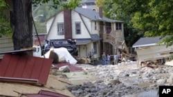 امریکہ میں سمندری طوفان 'آئرین' سے ہونے والے تباہی اور نقصانات کے بعد بحالی کا کام ابھی جاری ہے۔