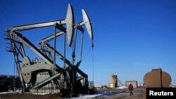 تاسيسات حفر نفت در کانتی مک کنزی در خارج از شهر ويليستون