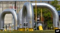 Đường ống dẫn khí đốt trong thị trấn Velke Kapusany gần biển giới Ukraine