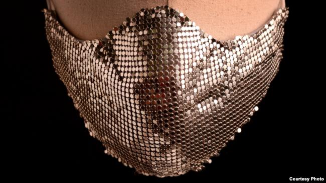 Masker Metallic Mesh karya Mety Choa (Maison Met) (Dok: Mety Choa)