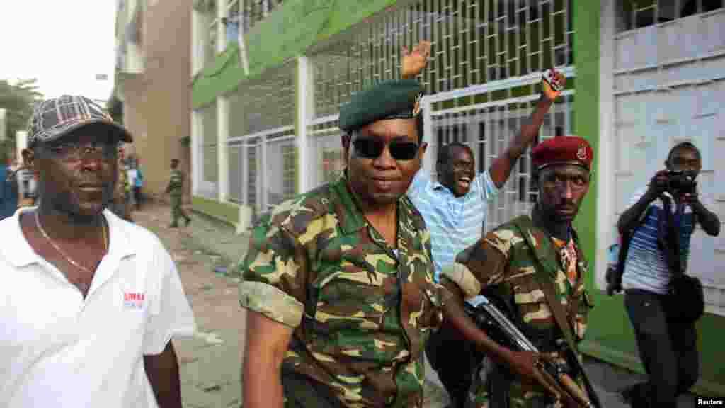 Jenerali Godefroid Niyombare imbere y'iradiyo y'abanyagihugu, RPA.