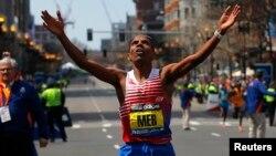 21일 미국 보스턴에서 열린 '제118회 보스턴 국제 마라톤 대회'에서 에르티리아 출신 미국인 멥 케플레지기 선수가 우승했다.