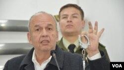 """""""Que venga a Bolivia; acá están las esposas para llevarlos a Chonchocoro (Cárcel de máxima seguridad)"""", dijo el ministro del gobierno transitorio de Bolivia, Arturo Murillo."""