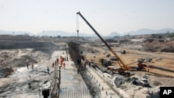 Konstruksi bendungan Ethiopia di kawasan Asosa, sungai Nil (foto: dok). Negara-negara tetangga khawatir pembangunan ini menganggu aliran sungai Nil.