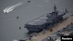 """能搭載14艘直升機的""""出雲號""""被中國等稱為准航母 (日本海上自衛隊檔案圖片)"""