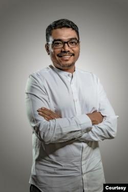 Donny Gahral Adian ( Tenaga ahli Utama KSP) ( kokeksi pribadi)
