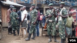 Combatants from Nyatura armed group at ceasefire talks in Lushebere, eastern DRC, December 26, 2012 (N. Long/VOA)