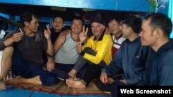 Ông Rimas Meleshyus và các ngư dân Việt Nam (Facebook Rimas Meleshyus)