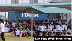 Hàng ngàn công nhân Công ty Thạch Thành tiếp tục đình công vào ngày 8/9/2017. (Ảnh chụp màn hình báo Lao Động)