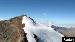 Andes là dãy núi dài nhất thế giới gồm một chuỗi núi liên tục chạy dọc theo bờ tây lục địa Nam Mỹ.