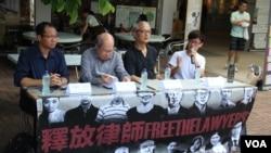 香港团体在中大举行声援中国维权律师讲座(左起:蔡耀昌、林和立、张耀良、王澄烽,美国之音海彦拍摄)