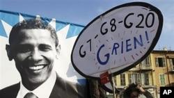 """11月1号一名法国抗议者举着牌子,上面写着""""G7-G8-G20 我一无所有"""""""