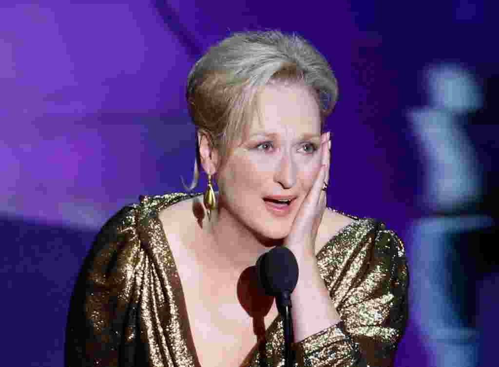 """Aktris Meryl Streep meraih Aktris Terbaik Oscar untuk perannya sebagai PM Inggris Margaret Thatcher dalam """"The Iron Lady"""" (AP)."""