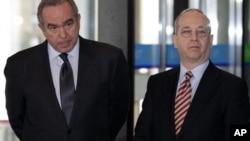 左起: 原美国国务院负责东亚和太平洋事务的坎贝尔, 接任该职务的丹尼尔·拉塞尔