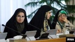 لعیا جنیدی معاون حقوقی رئیس جمهوری ایران (سمت چپ) در جلسه هیات دولت - ۱ شهریور ۱۳۹۶