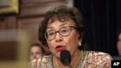 Depite Nita Lowey, Demokrat New York, Prezidant Komisyon Alokasyon Bidjetè a, se youn nan palmantè ki kritike revokasyon Misye Pack fè yo.
